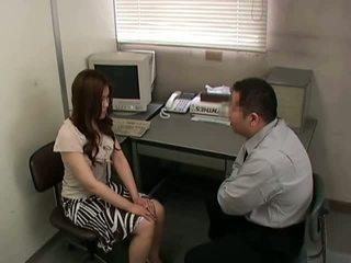 bruneta, vychudnutý, kancelária