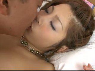 Djalë shafts e tij tajlandeze vajzë