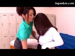 Perempuan getting beliau payu dara dan faraj rubbed oleh beliau guru dalam yang drilldo