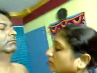 섹시한 집에서 만드는 인도의 성숙한 털이 많은 두 섹스 입 mms