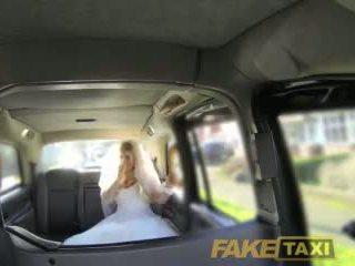 Fake taxi runaway jeune mariée needs grand bite