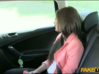 Menarik amatir rambut coklat gadis nailed oleh fake driver