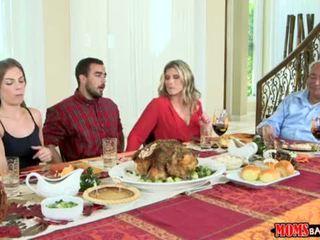 Moms bang tonårs - styggt familj thanksgiving <span class=duration>- 10 min</span>