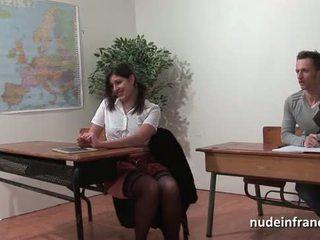 Seksi orang peranchis arab murid pantat/ punggung fucked dalam threeway oleh beliau classmates