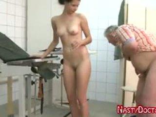 avsugning, gamla + young, små bröst