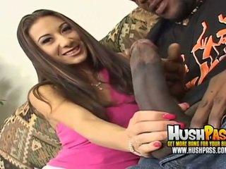 Forró csaj gets egy nagy fekete pöcs -ban neki rózsaszín punci