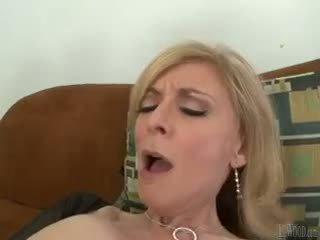 Mark zeker knows hoe naar alsjeblieft vies milfs zoals nina hartley!