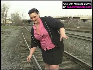 Debeli princesa gets goli na railway