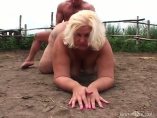 Obscène overweight screwing en pig domaine