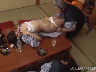 Sleaze arisa has viņai japānieši medus pot shaged līdz pieauguša guy