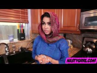 Hijabi meitene ada has līdz zīst loceklis un obey