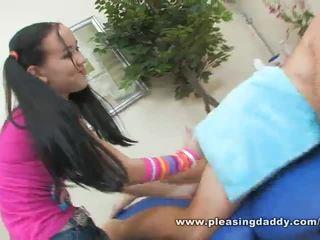 Sexy mladý masseuse amai liu gives a zralý kohout a šťastný ending