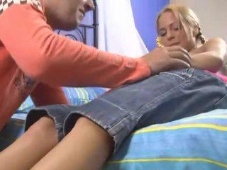 Virgin dalagita masturbates