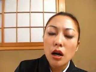 Asia geisha masturbates upslika cunt with alat vibrator