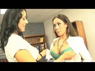 ออฟฟิศ lezbo capri cavalli getting ดังนั้น ชั่วร้าย ด้วย เธอ lusty เซ็กซี่ co คนงาน