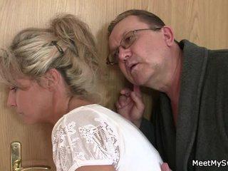 Ta leaves ja sensuous parents seduces tema vürtsikas nymph
