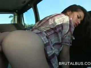 Sexy amateur y su primero hardcore autobús experiencia