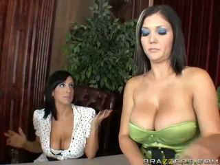 Claire dames e ricki wihte anal sexo a três vídeo
