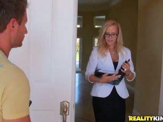 Shafting uz the virtuve nav tālu no a laba sensuous blondīne mammīte kylie