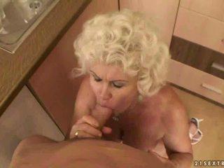 Heiß oma gets sie haarig muschi und arsch gefickt