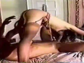 Un classico in letto sesso con un uomo e donna