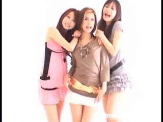 アジアの 女の子 swallowing
