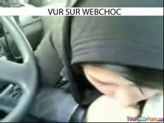 Arab hijab נערה מוצצת זין ב מכונית ב מכונית