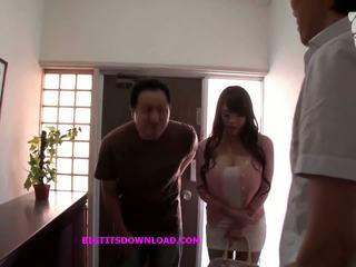 एशियन साथ बड़ा टिट्स wearing एक purple बिकिनी: फ्री पॉर्न d3