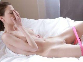 Nymph caresses šlapias pagrobimas