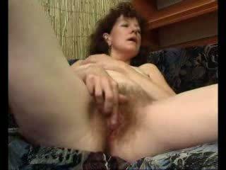 Loose ema teases tema swollen kliitor