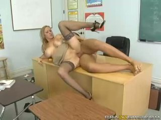 Breasty abby rode acquires 彼女の 小さな プッシー nailed ハード と takes impure cumblast