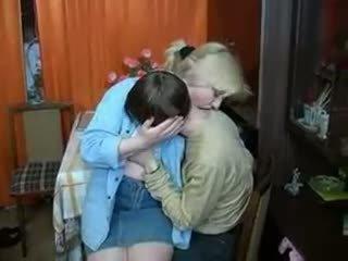 Rus mama și baiat having o băutură