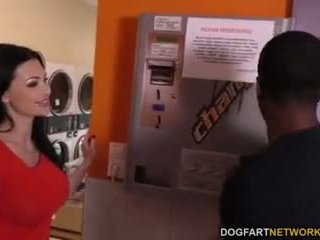 Aletta ocean does hậu môn trong các laundromat