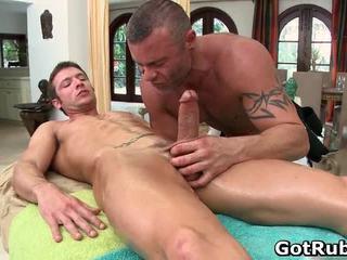 Super seksikäs guy gets seksikäs elin massages