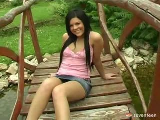 Schattig tiener engel banged onto footbridge