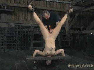 Chaud slaves delighting chaque autre