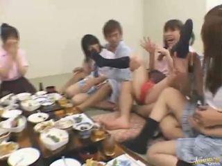 Asiatisch takes ein schwer ramrod ficken