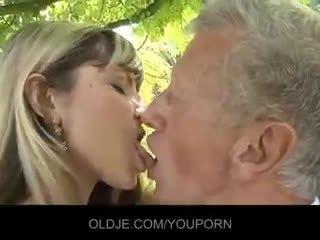 接吻, 暨在嘴裡, 口交