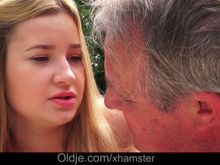 Cherry 빛나는 delicious lips lets 할아버지 정액 에 그녀의 바보