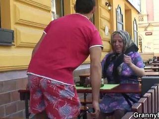Kreunen grandmother acquires zijn teenaged joystick