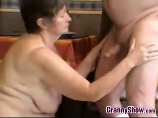 Възбуден баба и дядо having секс