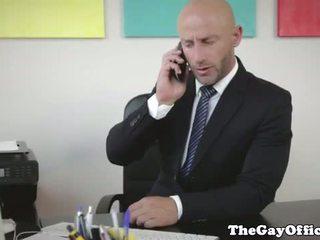 Muscular gaysex boss fucking his employee