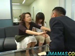 Miki yoshii i mama mouths fucked przez men