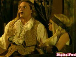 Pornstar abbey brooks në anale kostum orgji