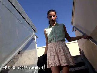 Armas teismeline esimene video osade andmine