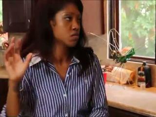 شقراء في سن المراهقة worships أسود فتاة roommate