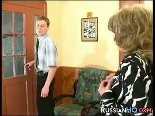 奶奶, 老+年轻, 俄