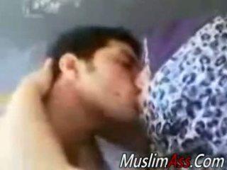 Paks hijab koduperenaine perses sisse privaatne video