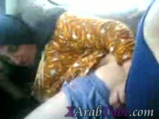 Hijab salope voiture baise