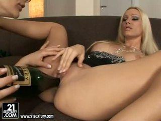 יפה euro כוכבת פורנו נערה cameron cruise licking ו - tooling שלה friends כוס
